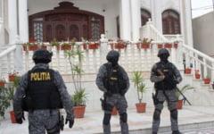 Trei persoane suspectate de un jaf de 20.000 de euro, retinute de Politie