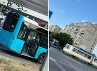 Trei răniți, după ce un autobuz și un tramvai s-au izbit în București