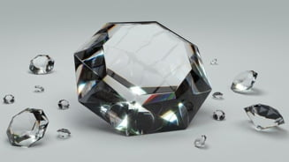 Trei romani din Franta au furat diamante de un milion de euro, prin prestidigitatie