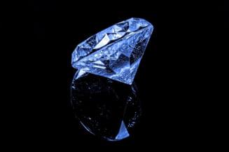 Trei romani vor fi judecati in Franta pentru o escrocherie cu diamante in valoare de 1 milion de euro