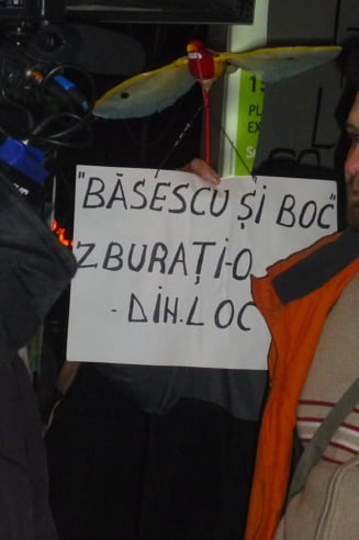 Trei saptamani de proteste: Sapte oameni asigura continuitatea la Universitate