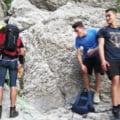 Trei tineri din Bucureşti, blocaţi pe un traseu foarte periculos din Bucegi după ce au urcat pe munte complet neechipaţi
