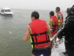 Trei tineri s-au aruncat in apele Dunarii pentru a scoate crucea de Boboteaza