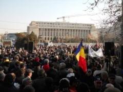 Treizeci de revolutionari au plecat spre Bucuresti, pentru a protesta in fata Palatului Victoria