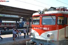 Trenuri blocate, din cauza unor copaci rupti de furtuna