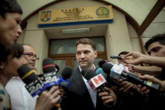 Trimis in judecata si cu patru dosare penale, Dan Sova preda si incaseaza salariu de la Facultatea de Drept