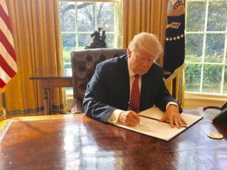 """Trump a adoptat o ordonanta executiva pentru a modifica Obamacare, prin """"puterea stiloului prezidential"""""""