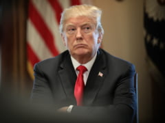 Trump s-a dezlantuit impotriva imigrantilor. Decretul va intra in vigoare in curand