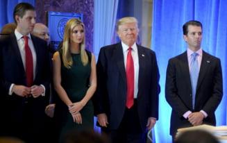 Trump s-a retras din afaceri, lasandu-le pe mana fiilor sai. Contestatarii spun ca ramane in conflict de interese