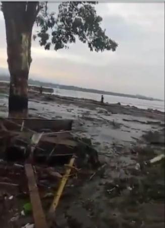 Tsunami devastator in Indonezia: aproape 400 de morti. Autoritatile anulasera alerta, iar oamenii au fost luati prin surprindere si loviti in plin (Video)