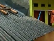 Tsunamiul a ucis peste 430 de oameni si a lasat in urma un peisaj apocaliptic: Inundatiile fac aproape imposibila misiunea salvatorilor din Indonezia (Foto&Video)