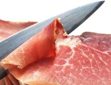 Tu stii ce mananci? 9 din 10 produse afumate sunt tratate cu substante cancerigene. La raft, informatia lipseste. Ce face Protectia Consumatorului?