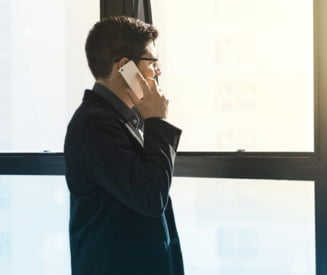 Tu stii sa te protejezi de radiatiile electromagnetice? Limiteaza folosirea mobilului cand semnalul e slab sau in masina, nu lua telefonul in dormitor!
