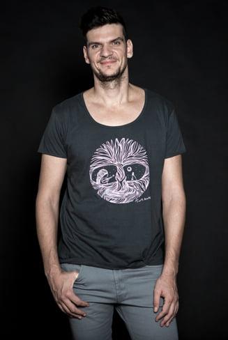 Tudor Chirila, pe urmele lui Sting, Elton John sau Bob Marley - A lansat un tricou caritabil