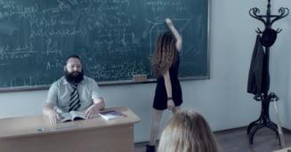 """Tudor Chirila a lansat o melodie-manifest impotriva sistemului de educatie, care obliga elevii sa invete totul """"pe de rost"""" (Video)"""