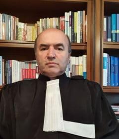 Tudorel Toader anunta ca revine in avocatura. Fostul ministru al Justitiei mai este posesor de pensie speciala, notar si rector la universitate