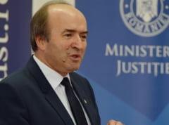 Tudorel Toader ii raspunde lui Augustin Lazar: Ministrul Justitiei poate cere explicatii legate de un dosar