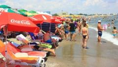 Turism sau bataie de joc? Plajele din Mamaia, ocupate de sezlonguri