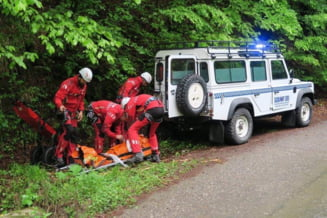 Turist accidentat în Masivul Parâng. Salvamontiștii încearcă să ajungă la el cu o ambulanță offroad