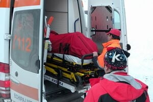 Turist in coma, dupa ce a cazut de pe munte (Video)