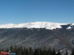 Turisti blocati in Bucegi: Pe munte ninge viscolit si este ceata