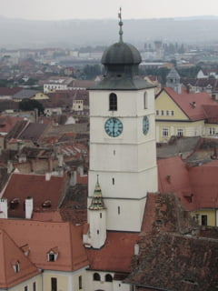 Turisti uitati in Turnul Sfatului din Sibiu. Au sunat la Politie ca sa vina cineva sa-i scoata de acolo