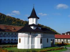 Turistii nu mai au voie sa stea la manastire fara binecuvantarea BOR