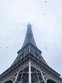 Turnul Eiffel a fost inchis din cauza zapezii (Foto&Video)