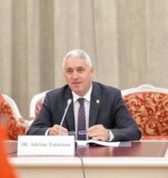 Tutuianu il acuza din nou pe Codrin Stefanescu si spune ca primarii damboviteni sunt amenintati si santajati sa treaca de partea Rovanei Plumb