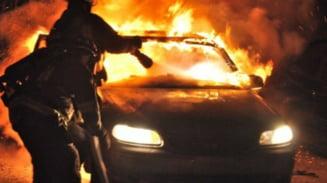 UPDATE. Masina incendiata la Dragasani. Piromanul a fost arestat