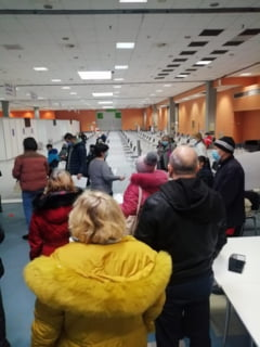 UPDATE FOTO Probleme tehnice la inaugurarea centrului de vaccinare de la Romexpo