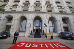 UPDATE VIDEO Membrii comunitatii Declic protesteaza in fata Ministerului Justitiei. Se cere desfiintarea Sectiei Speciale