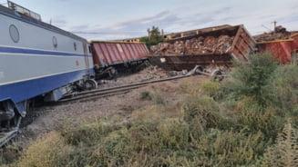 UPDATE Două trenuri s-au ciocnit noaptea trecută la Fetești. Mecanicul a adormit pentru că era băut
