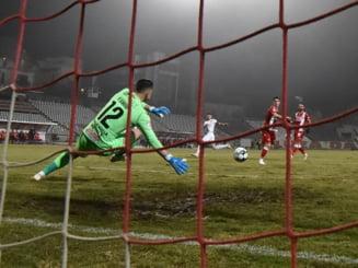 UPDATE Flagrant facut de procurori pentru dare de mita in fotbalul romanesc. O persoana ar fi oferit bani arbitrului pentru a-i facilita calificarea in play-off. Cine e omul care a dat mita