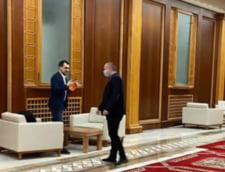 """UPDATE Ministrul Sanatatii, Vlad Voiculescu, surprins fara masca pe holurile Parlamentului: """"Eram intr-o conferinta video. Am gresit si toate criticile sunt justificate"""""""