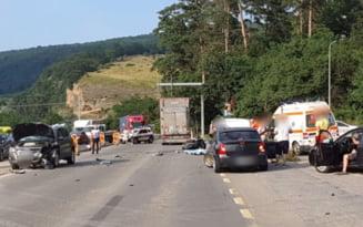 UPDATE Un motociclist, cetatean strain, a murit pe Valea Oltului in urma impactului cu un TIR si un autoturism VIDEO