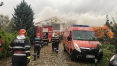 UPDATE VIDEO Arde fosta vila a lui Irinel Columbeanu din Izvorani. Pompierii intervin cu 10 autospeciale
