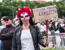 """UPDATE VIDEO Protest masiv la Berlin fata de restrictiile impuse in contextul pandemiei noului coronavirus. Politia a intervenit pentru a-i dispersa pe cei 20.000 de manifestanti de la """"Sarbatoarea libertatii si pacii"""""""