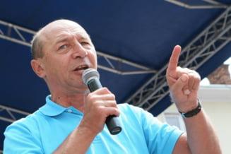 USL: Cei 15.000 de oameni de la mitingul pro-Basescu au fost adusi cu autocarele PDL