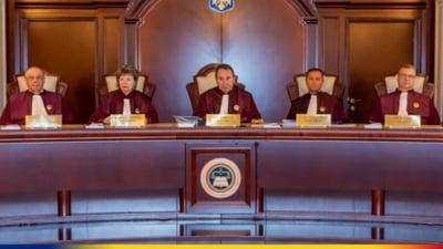 """USR PLUS, după decizia CCR privind dezbaterea sesizării pe tema moţiunii de cenzură: """"Putem suspenda şi Constituţia până după congresul PNL"""""""