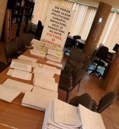 """USR a ridicat dosarele """"Fara penali"""" de la Primaria Arad: Falca sustine ca va face sesizare penala pentru semnaturile """"false""""."""