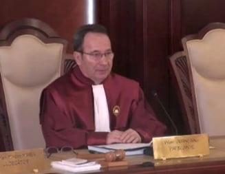 USR cere demisia presedintelui CCR Valer Dorneanu si va sesiza Comisia de la Venetia
