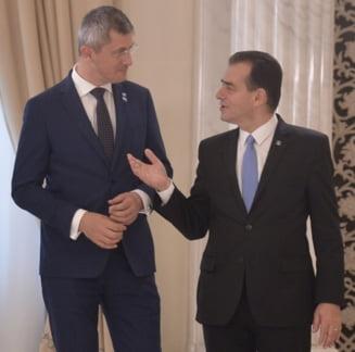 USR ia in calcul toate optiunile: Unii vorbesc de intrarea la guvernare cu PNL, altii de un vot impotriva Guvernului Orban