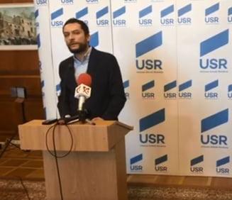 USR lanseaza o petitie pentru daramarea zidului din jurul Parlamentului: Ne pacalim ca suntem democrati in casa si curtea lui Ceausescu