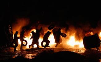 Ucraina: Kievul e ca dupa razboi. Cinci morti si mii de oameni pe strazi (Video)