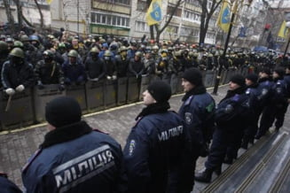 Ucraina: Manifestantii proeuropeni au fost eliberati, dar tensiunile continua