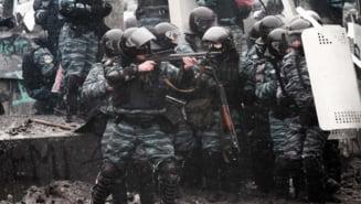 Ucraina: Revolta din Kiev contagiaza tara - mii de oameni au navalit peste autoritati