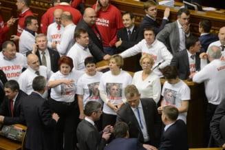 Ucraina a inchis usa in nasul UE, de frica Rusiei. Timosenko indeamna, de dupa gratii, la proteste