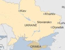 Ucraina fierbe: Militantii prorusi au confiscat sute de arme si au ocupat doua cladiri