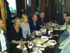Udrea, Basescu si Boc s-au intalnit intr-un bar din Centrul Vechi